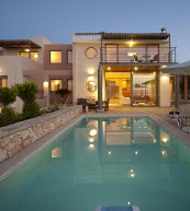 Pool villa for up to 12 people on the north coast of Crete.